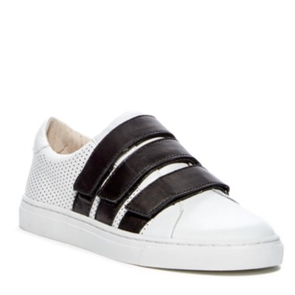 bf512c929ea Vince Camuto Breyda Sneakers. M 5a99da1da4c485641d5316bd